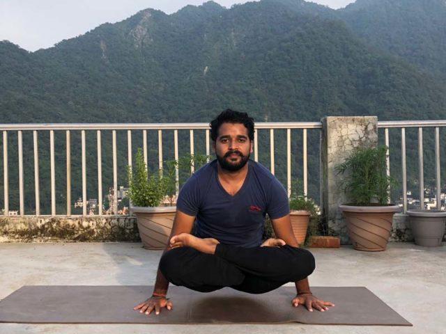 Yoga Asana - Tolasana