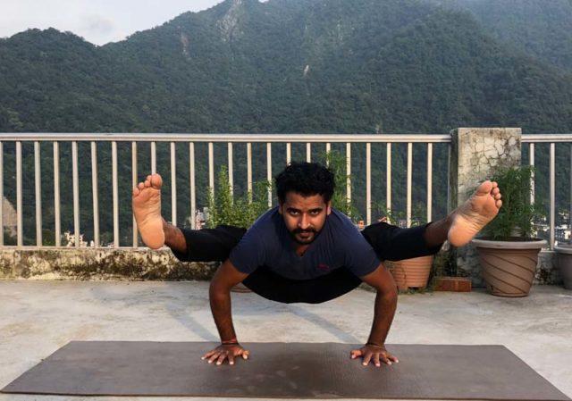 Yoga Asana - Tittibhasana
